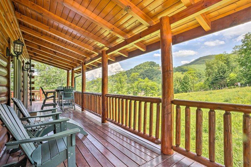 Descubre las Montañas Humeantes en esta cabina de alquiler de vacaciones!