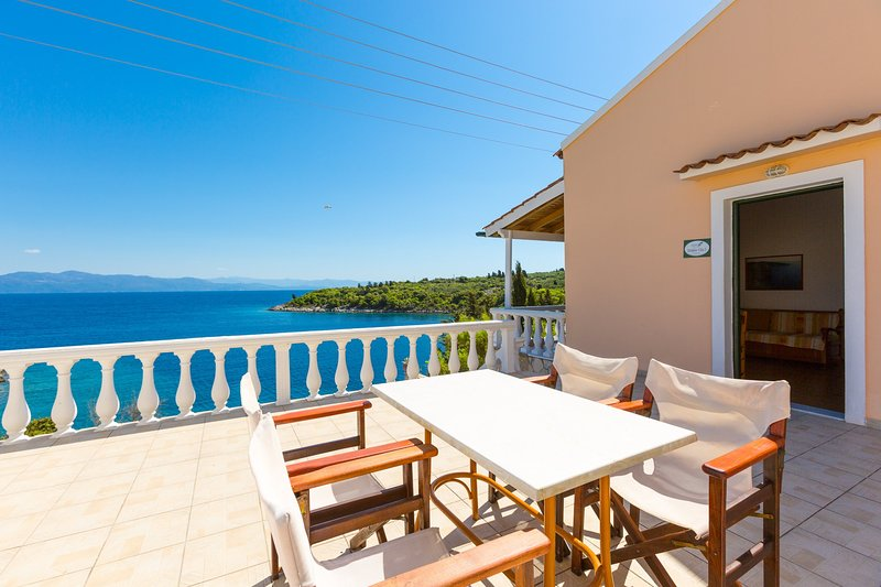 Dolphin Villa 3: Swimming Pool, Walk to Beach, Sea Views, A/C, WiFi, vacation rental in Lakka