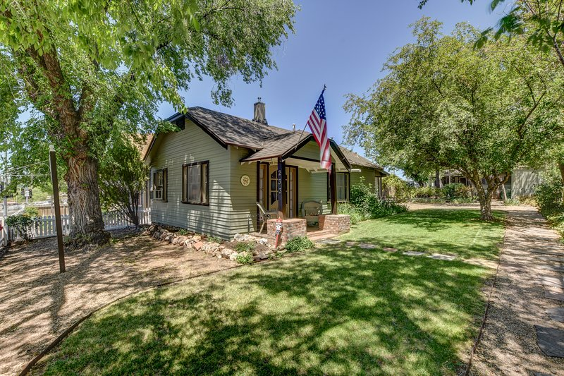 Pleasant Street Cottages- The Perfect Location with all the Comforts of Home, location de vacances à Prescott Valley