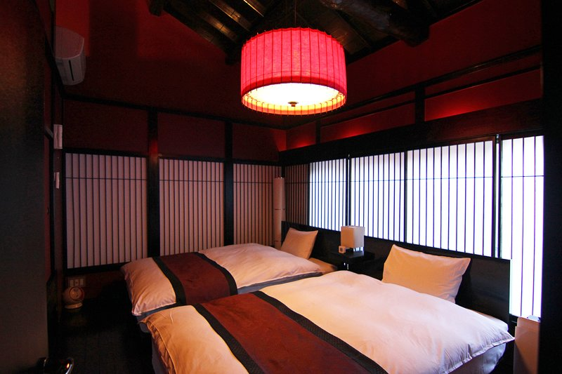 Historical House in CITY CENTER! 2 Toilets x 7min walk to Train STN x FREE WiFi, location de vacances à Kyoto
