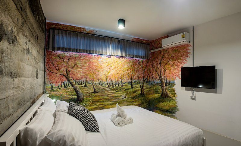 Zen Hostel Chiang Mai - Sakura roon with King Size bed and private Bathroom, holiday rental in Su Thep