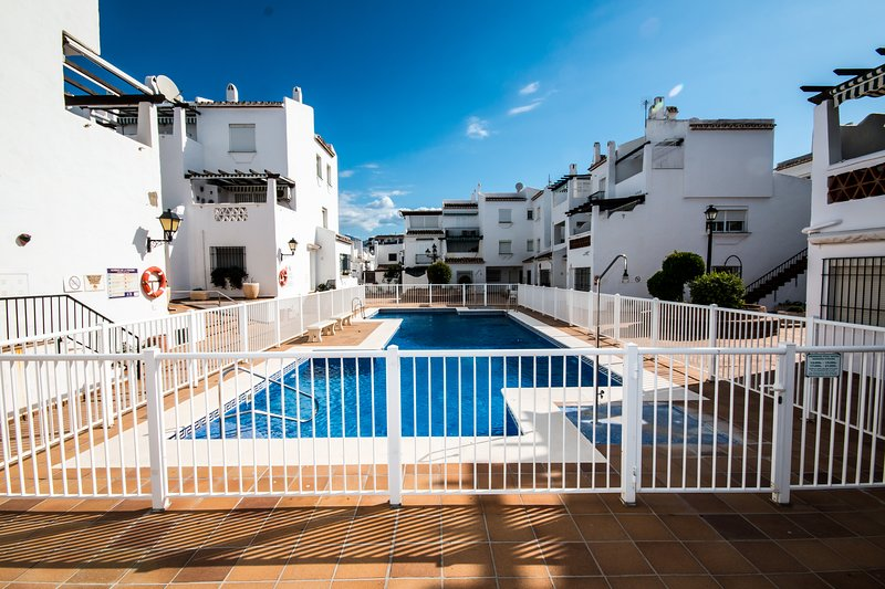 Los Flamencos Beachfront apartment in Duquesa Port, holiday rental in Pueblo Nuevo de Guadiaro