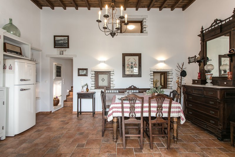 Traditional Inn Pirethron.Built in 1890.A perfect combination of marble &stone, holiday rental in Ano Koufonissia
