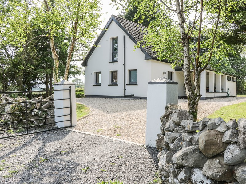 ANNAGH, woodburner, lovely views, near Ballinrobe, Ref 974394, location de vacances à Ballinrobe