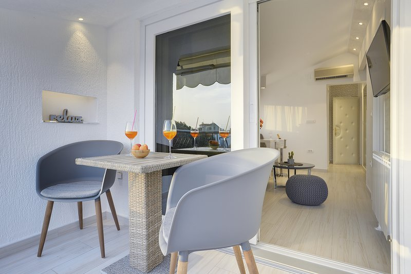 New Apartment CHARM n.9, holiday rental in Pjescana Uvala