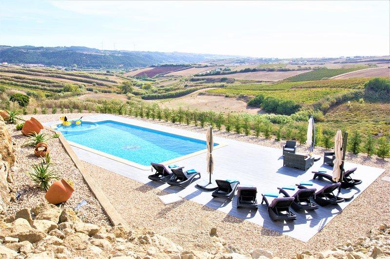 'Villa Mar' Linda Villa, 3 mn da praia, piscina, jacuzzi, vista panorâmica., holiday rental in Casais de Sao Lourenco