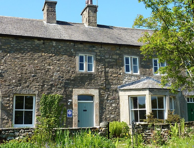 Bronte School House: spacious cottage steeped in history, holiday rental in Ireby