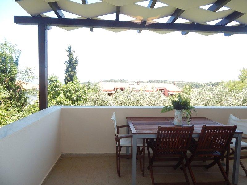Kripis Studio Paliouri No6, holiday rental in Loutra