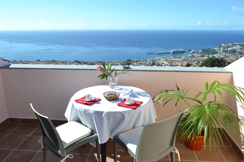 Dream View Apartment Over Funchal!, vacation rental in Funchal