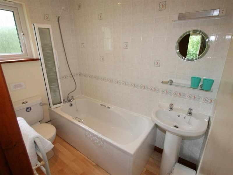 En-suite bathroom off double
