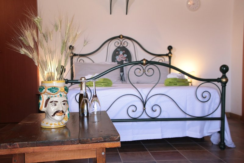Studio-flat standard in a typical rural house sicilian. Animals welcome, holiday rental in Pozzallo