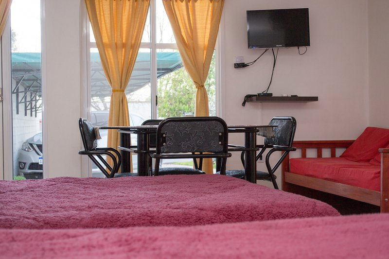 los gladiolos alojamiento, vacation rental in Crespo