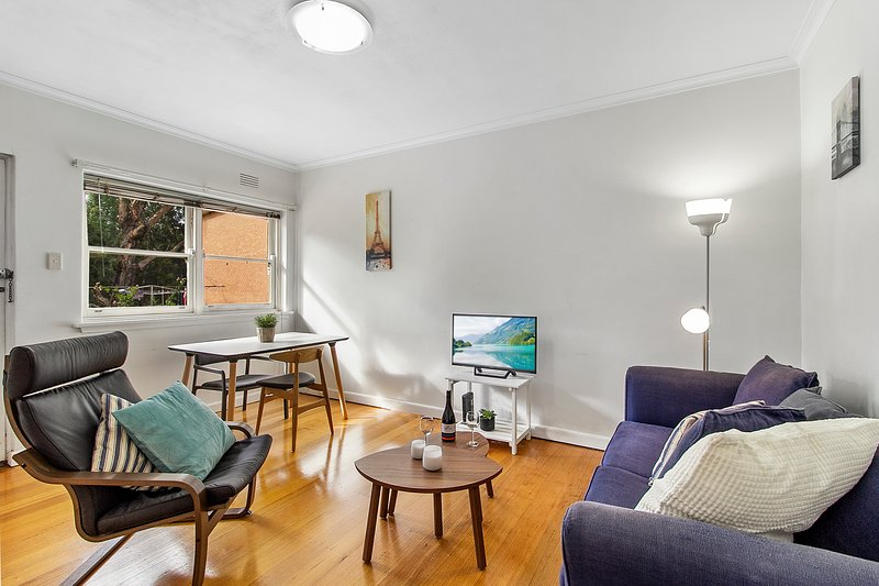 Comfy one-bedroom unit between city and airport, casa vacanza a Tullamarine