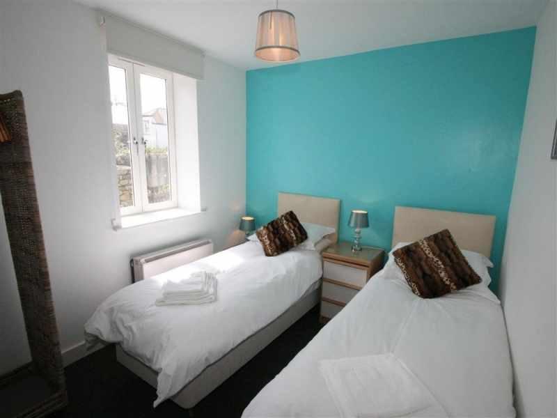 Zweibettzimmer mit 2ft 6in Betten