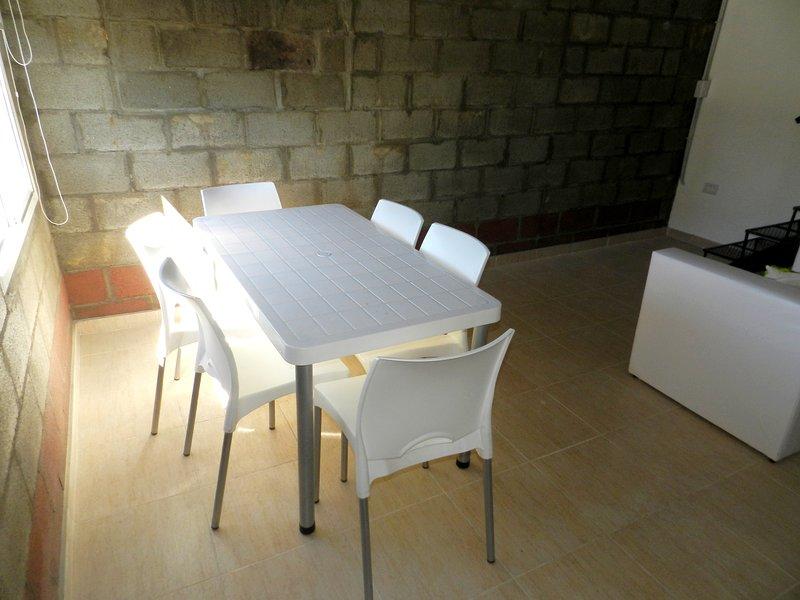 No 7 - Alojamiento totalmente equipado, a escasas cuadras del hermoso Rio Negro, holiday rental in Viedma