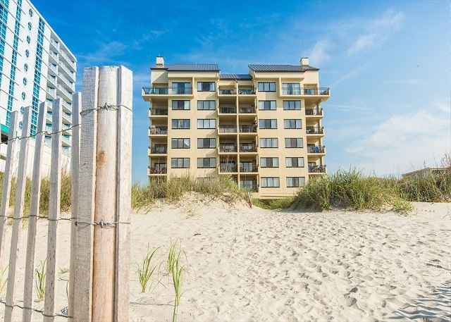Peachy Oceanfront 201 3 Bedroom 2 Bath Condo Pet Friendly In Home Interior And Landscaping Mentranervesignezvosmurscom