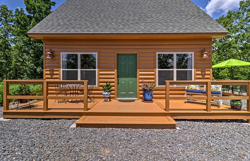 Discover Arkansas From This Ridge Top Vacation Rental Cottage.