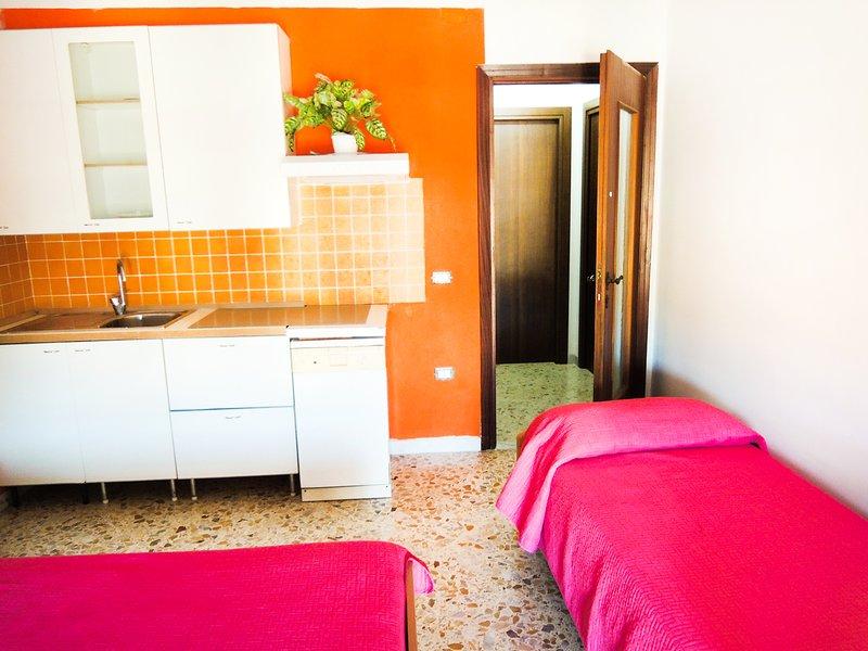 BB Vacanze Studi Lavoro Monolocale semindipendente, holiday rental in Pontecagnano Faiano