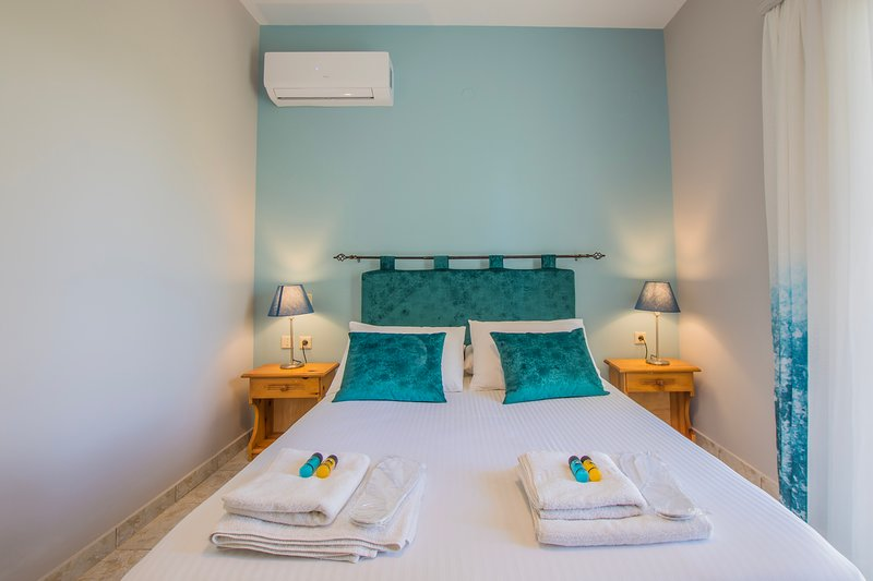 Pablo Two-Bedroom Apartment next to the sea in Porto Giardino, Zakynthos!, vacation rental in Kypseli