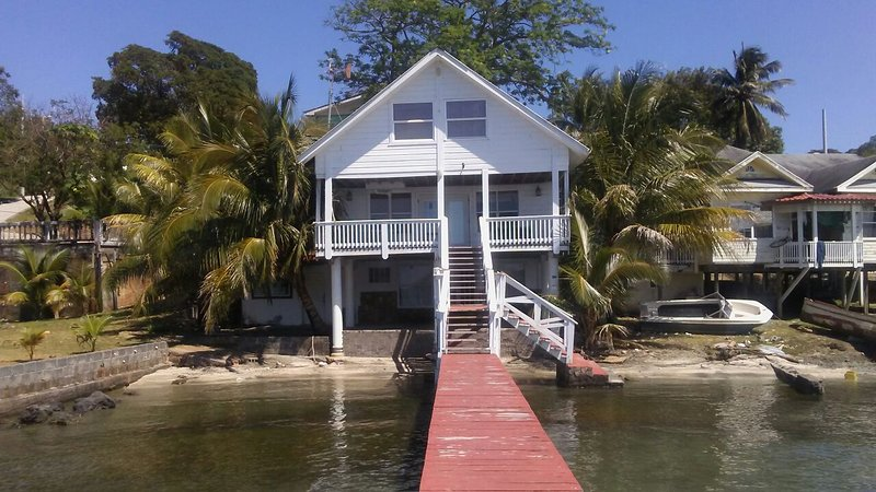 BEACH HOUSE FOR RENT, vacation rental in Politilly Bight