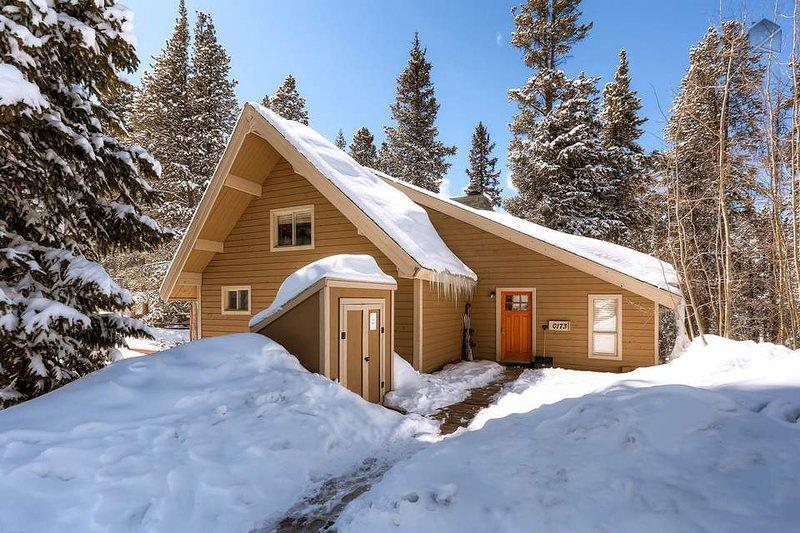 Umgeben von riesigen Bäumen, kann Barton Creek Lodge fühlt abgelegen, aber es ist tatsächlich direkt am Peak 7 mit schnellen Zugang zum Skifahren entfernt.