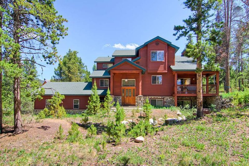 Enjoy gentle mountain breezes and easy access to outdoor activities in this luxurious 3 level home.