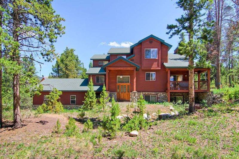Geniet van zachte bries berg en gemakkelijke toegang tot outdoor activiteiten op dit luxe 3-niveau huis.