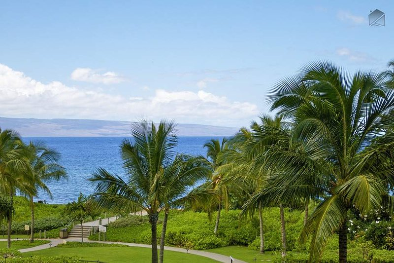 Gaze out at that incredible blue ocean from the lanai