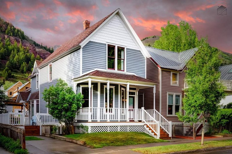 The Historic Thompson House offers a full Town of Telluride experience.
