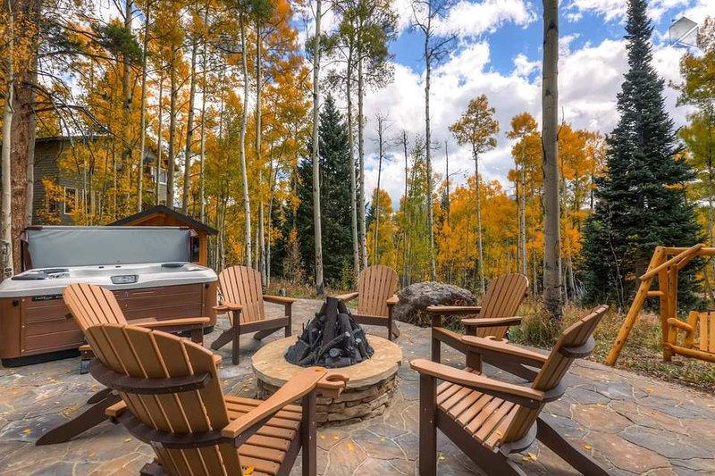 Die brandneue Whirlpool und Feuerstelle ist ein toller Ort mit der ganzen Familie zu hängen.
