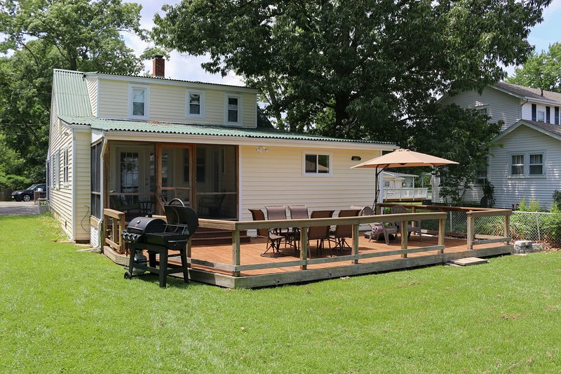 This vacation rental is ideally located in Colonial Beach!