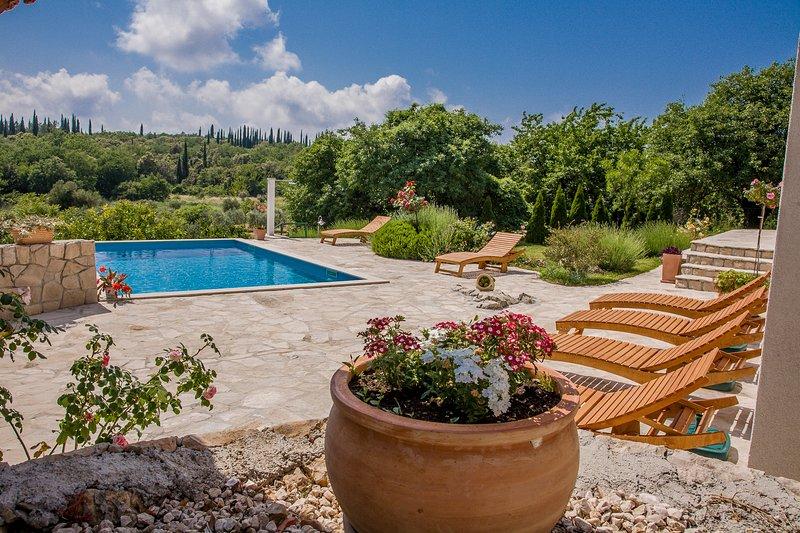 Villa Sun-pool,large garden, holiday rental in Mocici