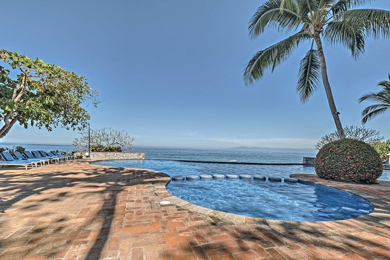 You'll never tire of the view from this Puerto Vallarta retreat.