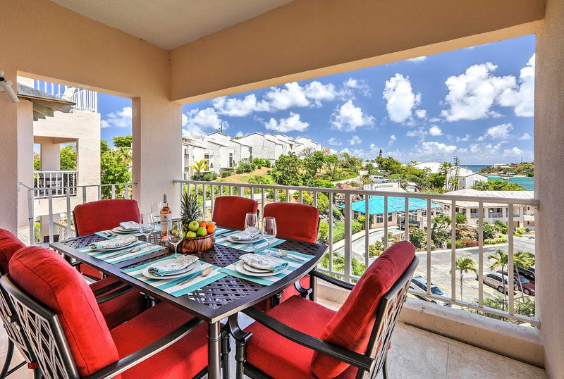Luxury St. Thomas Condo: Ocean View + Beach Access, holiday rental in East End