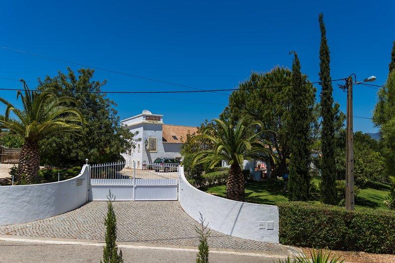 Quinta Velha hoofdingang met automatische poorten