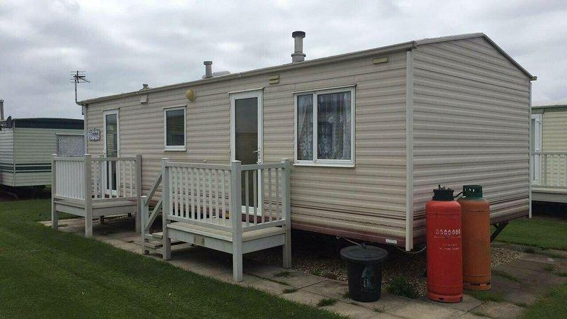 2 BEDROOM CARAVAN  INGOLDMELLS SKEGNESS, vacation rental in Ingoldmells