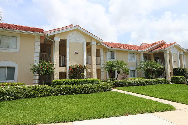 Villages of Emerald Lakes D-201, vacation rental in Pelican Bay