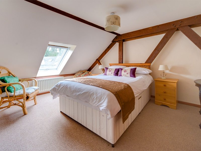 The double bedroom with pretty beams