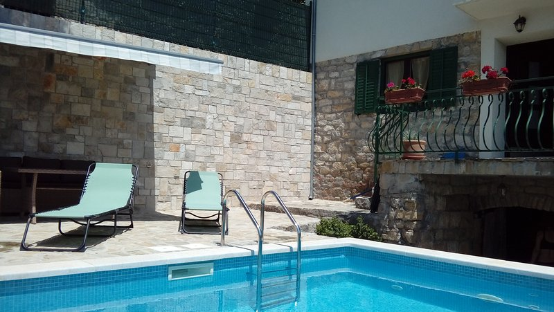Villa with a private pool near Split, vacation rental in Kotlenice
