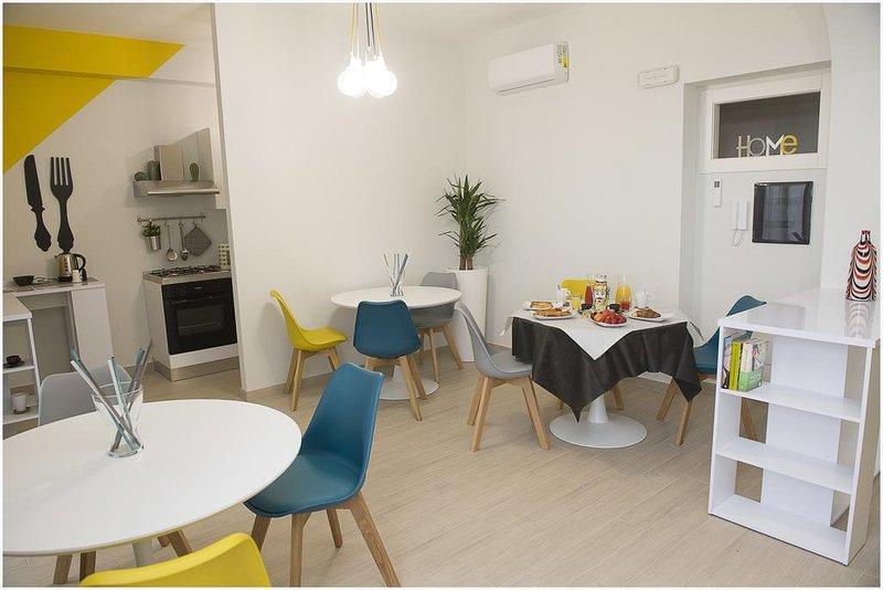 sala de pequeno-almoço equipados com kitchenette e frigorífico