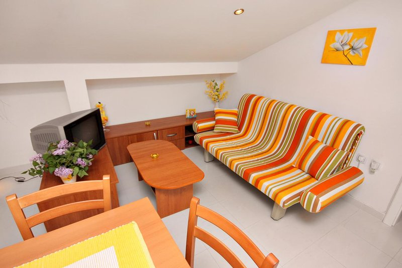 Living room 2, Surface: 8 m²