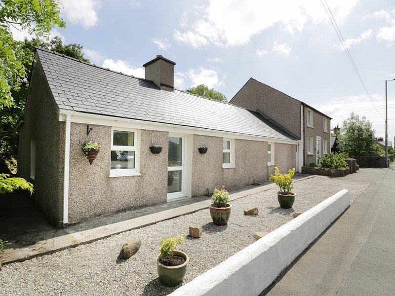BWLCH YR AWEL COTTAGE, all ground floor, lovely countryside access, near, casa vacanza a Llanllyfni