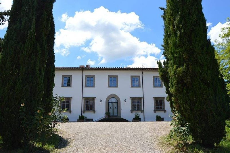 Villa near Florence in chianti hills with private pool, holiday rental in Cerbaia