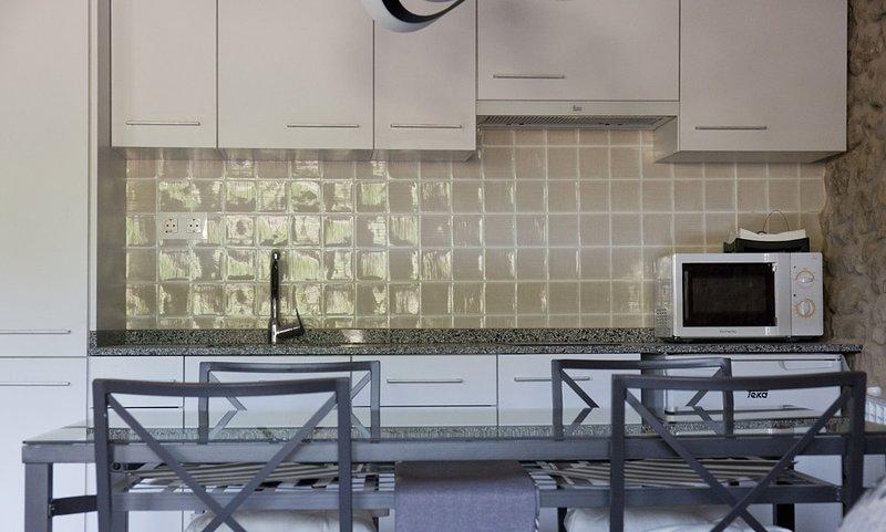 Encantadora Casa Centenaria de piedra 2A, holiday rental in Guardia de Noguera