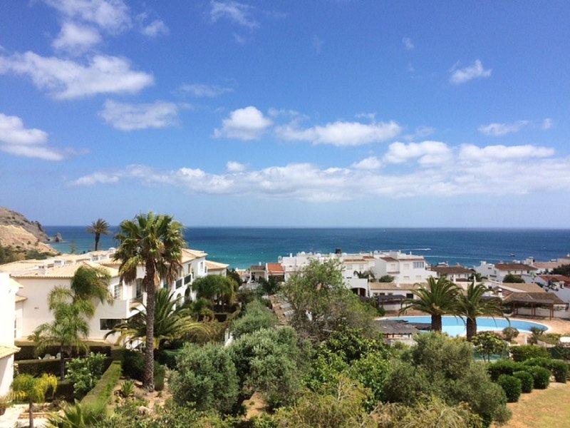 Amazing sea view apartment overlooking Praia da Luz old town, location de vacances à Luz