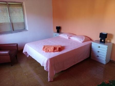 Tangerina sovrum, med dubbelsäng ligger på första våningen