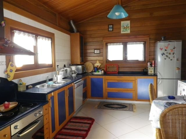 Spacious house with garden & Wifi, casa vacanza a Sao Mamede