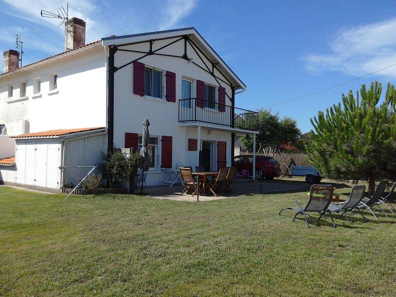 Nice house near the beach & terrace, vakantiewoning in Marennes