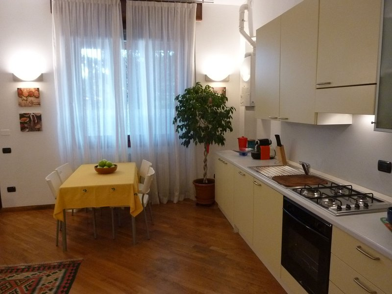 UD - Monza Parco Apartment (1BR), holiday rental in Macherio