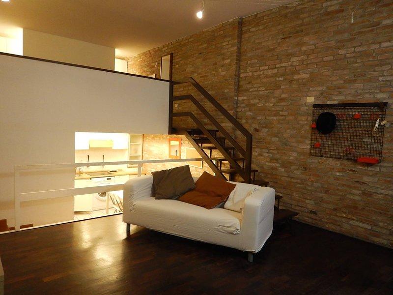loft in centro, vacation rental in Chiesuol del Fosso